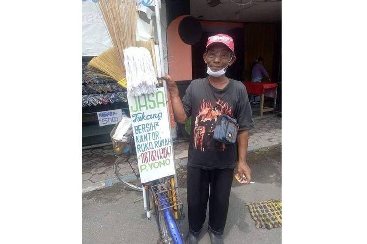 Tangkapan layar unggahan yang menampilkan foto tukang bersih-bersih keliling bernama Pak Yono.