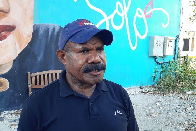 Martin Jelli Pelle (50), suami korban tabrak lari di Overpass Manahan, Solo, Jawa Tengah ditemui seusai memperingati satu tahun peristiwa tabrak lari di Overpass Manahan, Solo, Jawa Tengah, Rabu (1/7/2020).