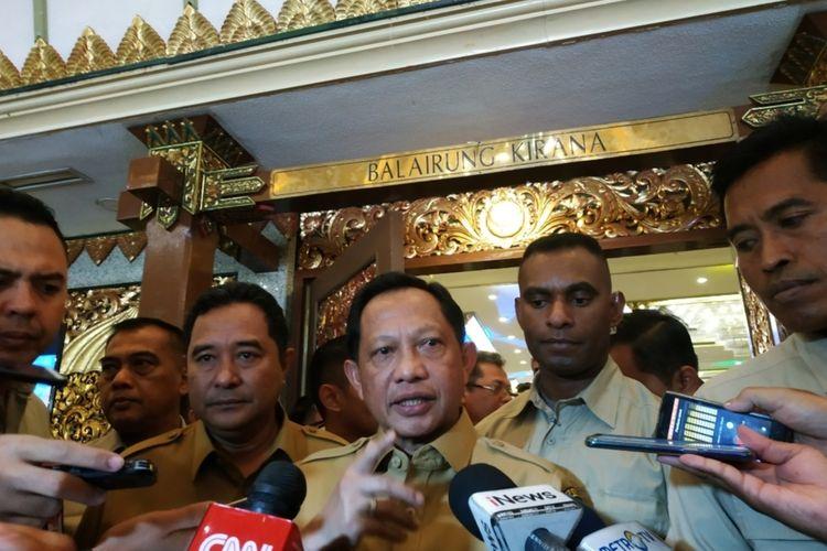 Mendagri Tito Karnavian usai menghadiri acara pemberian penghargaan ormas berprestasi  di Hotel Widya Candra, Jakarta, Senin (25/11/2019).