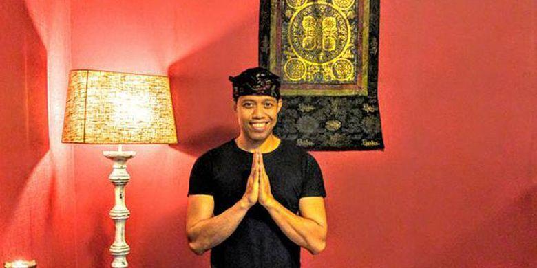 Ida Komang Oka Mayure yang akrab dipanggil Gusmang di Frangipani Bali yang beralamat di Spitaalstraat 29, 8790 Waregem, Belgia.
