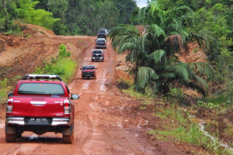 Kondisi jalan perbatasan Papua yang masih rusak, Jumat (16/3/2018).
