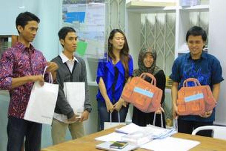 Para pemenang kompetisi arsitektur antarmasahiswa seluruh perguruan tinggi di Indonesia yang diselenggarakan Universitas Pelita Harapan dan Aboday Architects tahun 2014, menghasilkan dua pemenang Reni Dwi Rahayu dari Universitas Brawijaya dan Firdiansyah Fathony dari Institut Teknologi Surabaya.