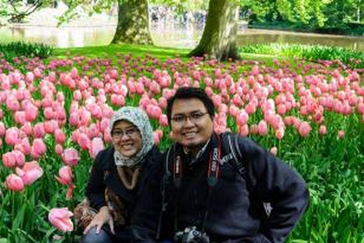 Berstatus pasangan suami istri bukan penghalang bagi Octal Pramudito dan Rika Nurmala Putri untuk mewujudkan impian mereka melanjutkan pendidikan ke luar negeri bersama-sama.