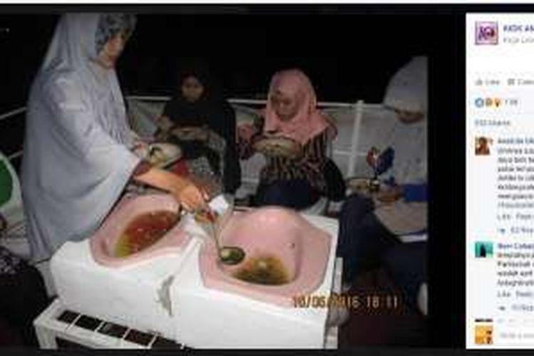 Sejumlah foto orang-orang yang sedang menikmati makanan di laman fanpage Facebook