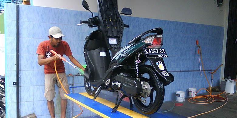 Ilustrasi cuci motor