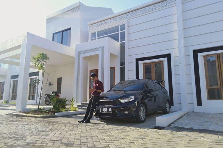 Teteg Surya (27), salah satu debitur KPR BTN Gaeesss! for Millenials di rumah pribadinya, Sapphire Mansion, Desa Karangrau, Kecamatan Sokaraja, Banyumas, Jumat (14/2/2020).