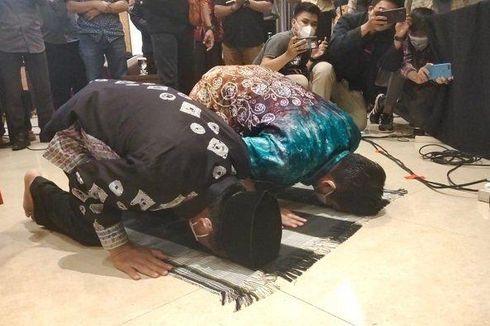 MK Tolak Gugatan Hasil PSU Pilkada Banjarmasin, Ibnu Sina-Ariffin Noor Sujud Syukur
