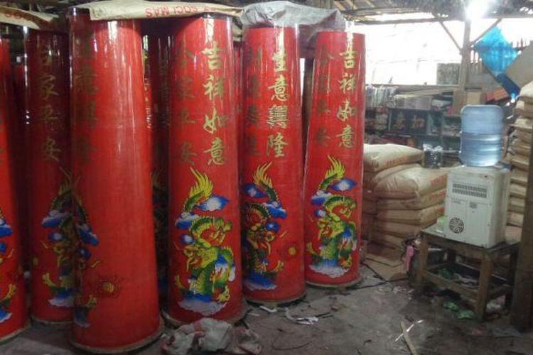 Suasana pabrik produksi lilin merah di Teluk Naga, Kabupaten Tangerang, Senin (23/1/2017). Pekerja menggenjot produksi lilin jelang Hari Raya Imlek yang jatuh tanggal 28 Januari 2017 mendatang.