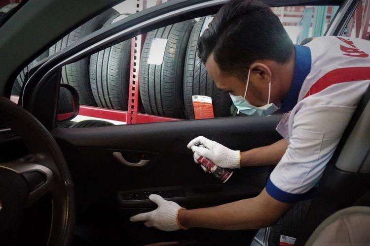 Ilustrasi Membersihkan Interior Mobil
