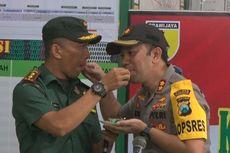 Rayakan HUT TNI ke-74, Kapolres dan Dandim Trenggalek Saling Menyuapi