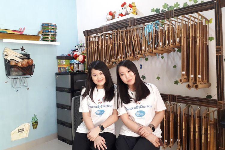 Bermodalkan uang 5 juta rupiah, Pendiri Rumah Belajar Saab Shares, di Cengkareng, Jakarta Barat, Sabrina dan Elena mendirikan rumah belajar itu empat tahun silam. Mereka punya mimpi untuk bisa membantu anak-anak kurang mampu dari segi pendidikan.