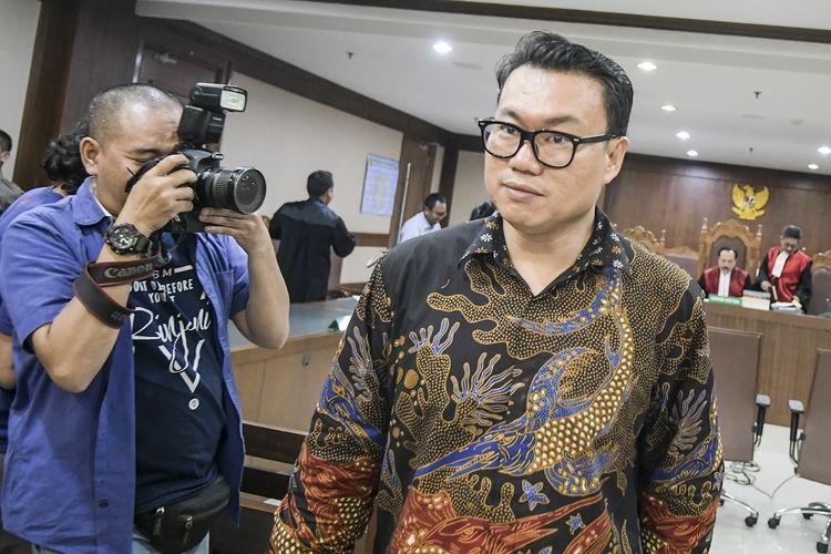 Terdakwa mantan Direktur Utama Perum Perikanan Indonesia (Dirut Perum Perindo) Risyanto Suanda meninggalkan ruang sidang usai menjalani sidang dakwaan di Pengadilan Tipikor, Jakarta, Rabu (12/2/2020). Risyanto Suanda didakwa menerima uang 30 ribu Dolar AS atau setara Rp. 410 juta dari pengusaha Mujib Mustofa, terkait penunjukkan Mujib untuk memanfaatkan persetujuan impor hasil perikanan. ANTARA FOTO/Galih Pradipta/ama.