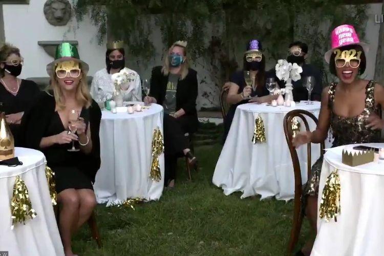 Reese Witherspoon dan Kerry Washington memilih tema perayaan tahun baru 2021 untuk menghadiri gelaran Emmy Awards Virtual.