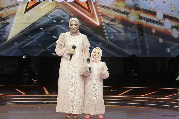 Ashanty dan Arsy di panggung Rising Star Indonesia Dangdut. (Dok. MNCTV).