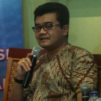 Pakar psikologi forensik Reza Indragiri Amriel, kanan, dalam sebuah diskusi di Jakarta.