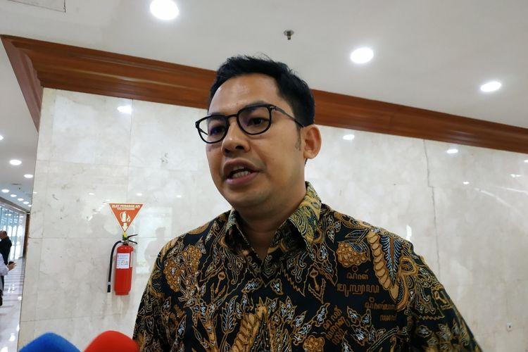 Komisioner KPI Pusat, Yuliandre Darwis di Kompleks DPR, Senayan, Jakarta, Senin (2/12/2012).