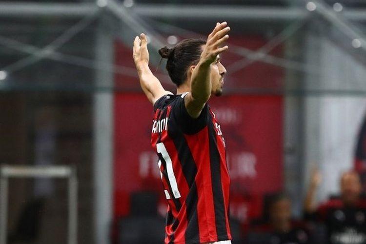 Ekspresi Zlatan Ibrahimovic dalam laga AC Milan vs Cagliari pada pekan terakhir Liga Italia 2019-2020.