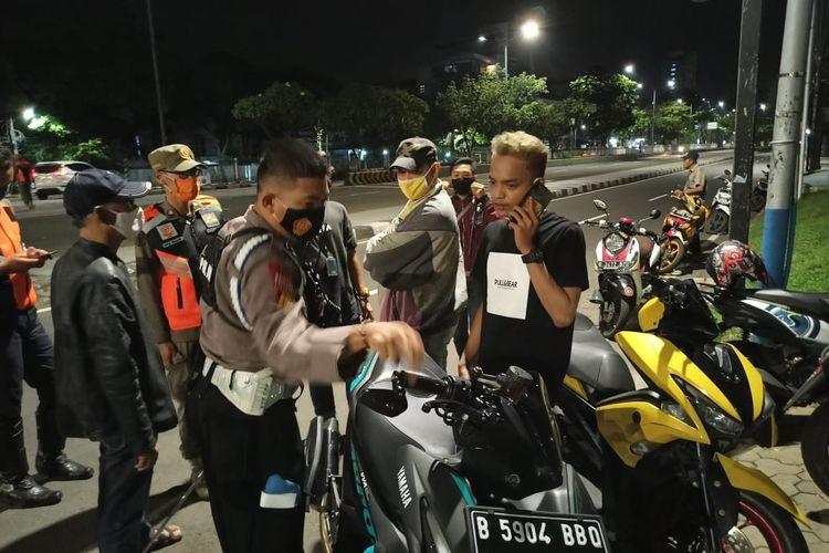 Polsek Kemayoran menindak pemuda yang balap liar di Kemayoran, Minggu (15/3/2021).