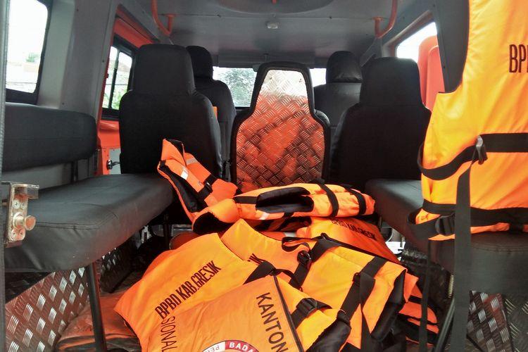 Interior mobil amfibi milik BPBD Gresik, dilengkapi dengan pelampung untuk evakuasi korban banjir.