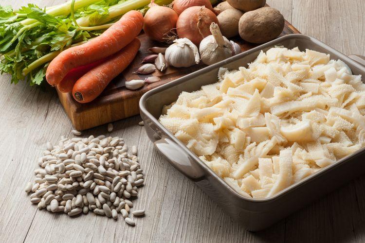 Ilustrasi potongan babat sapi siap dimasak.