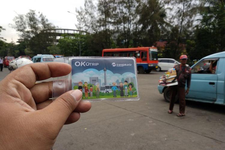 Kartu Ok Otrip untuk mengikuti program transportasi  Ok Otrip Senin (15/1/2018).