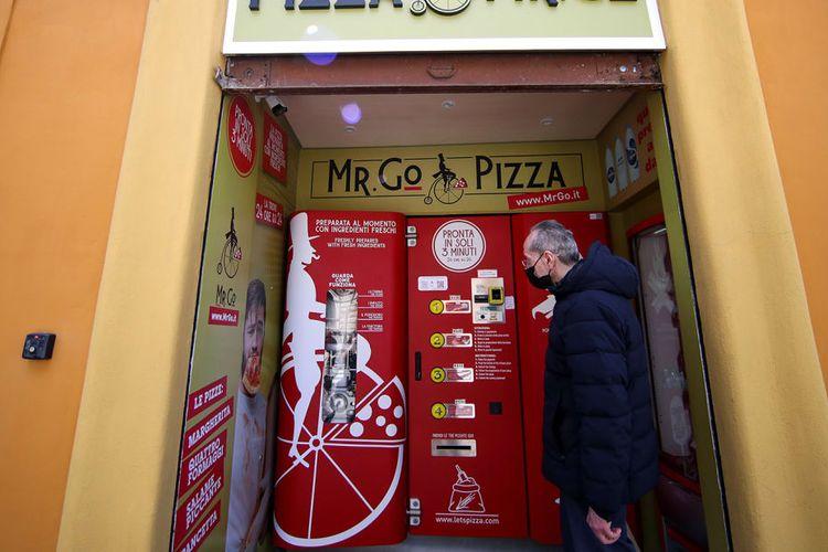 ilustrasi mesin penjual pizza otomatis di Roma.
