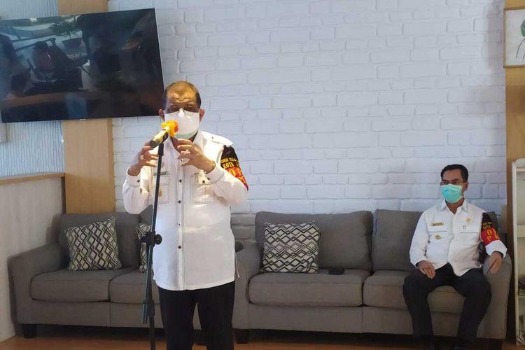 Wali Kota Ambon, Richard Louhenapessy saat menyampaikan keterangan kepada waratwan di Kantor Wali Kota AMbon, Rabu (17/6/2020)