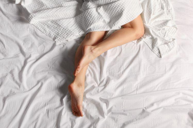 Ilustrasi tidur telanjang