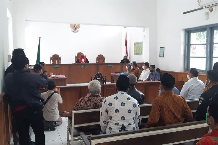 Sidang perdana gugatan praperadilan terkait permohonan pemeriksaan praperadilan tidak sahnya penangkapan AM yang diajukan Yayasan Mega Bintang Solo 1997 digelar di Pengadilan Negeri Surakarta, Senin (29/3/2021).