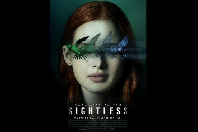 Madelaine Petsch dalam film psikologi thriller Sightless (2020).