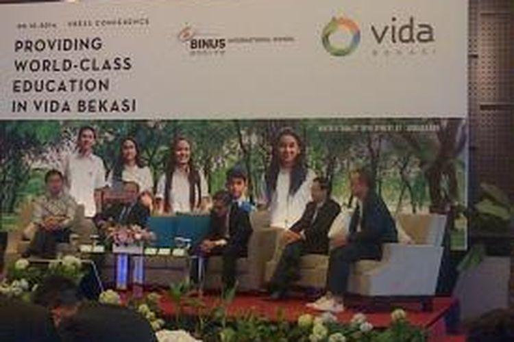 "Dari kiri ke kanan: Edward Kusma, Tommy Wang, Stephen Wahyudi, Ang Wee Hiong, dan Andra Matin saat bincang-bincang dalam Konferensi Pers ""Binus International School"" di The Vida Building, Jakarta, Rabu (8/10/2014)."