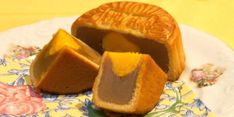 Mooncake alias kue bulan adalah panganan wajib bagi masyarakat China selama berlangsungnya Mid-Autumn Festival.