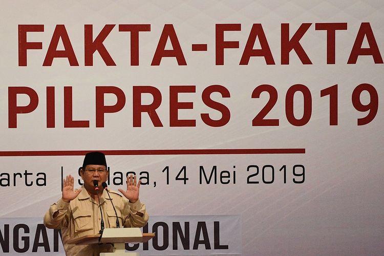 Calon Presiden nomor urut 02 Prabowo Subianto memberikan sambutan dalam acara Mengungkap Fakta-Fakta Kecurangan Pilpres 2019 di Jakarta, Selasa (14/5/2019). ANTARA FOTO/Sigid Kurniawan/pd.