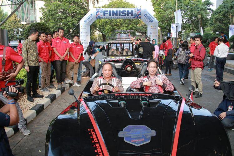 Menristekdikti saat menutup rangkaian kegiatan Jambore Kendaraan Listrik Nasional yang dilakukan Institut Teknologi Sepuluh Nopember (ITS) di Gedung Badan Pengkajian dan Penerapan Teknologi (BPPT), Jakarta (3/9/2019).