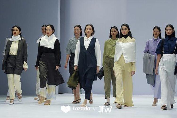 Fashion show 3Mongkis di Jakarta Fashion Week 2021.