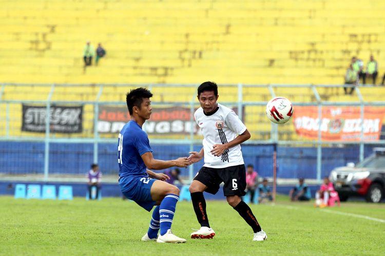 Pemain Persija Jakarta Evan Dimas Darmono saat melawan Sabah FA pada lanjutan babak penyisihan grup B Piala Gubernur Jatim 2020 yang berakhir dengan skor 0-2 di Stadion Kanjuruhan Malang, Jawa Timur, Kamis (13/02/2020) sore.