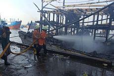 Kapal Nelayan Terbakar di Pelabuhan Muara Baru, Jakarta Utara