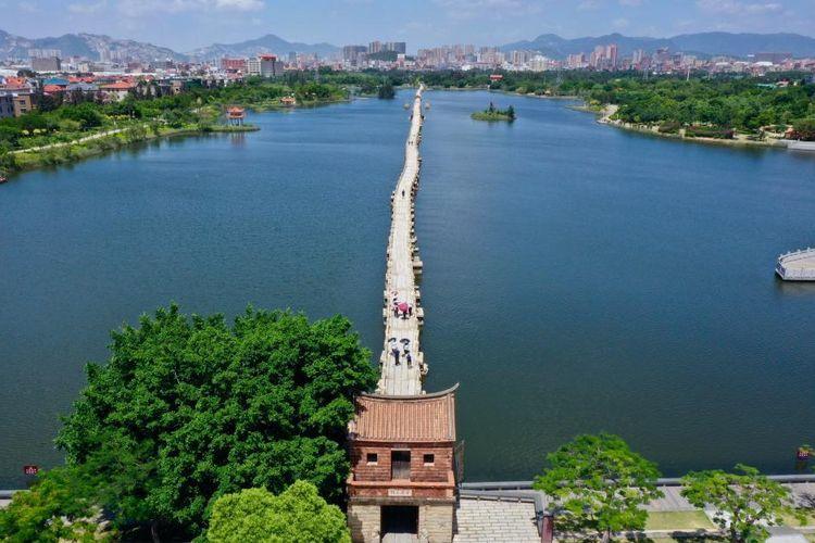 Jembatan Anping di Kota Anhai, Quanzhou, Provinsi Fujian, Tiongkok tenggara. Quanzhou merupakan pusat perdagangan maritim global pada masa Dinasti Song dan Yuan.