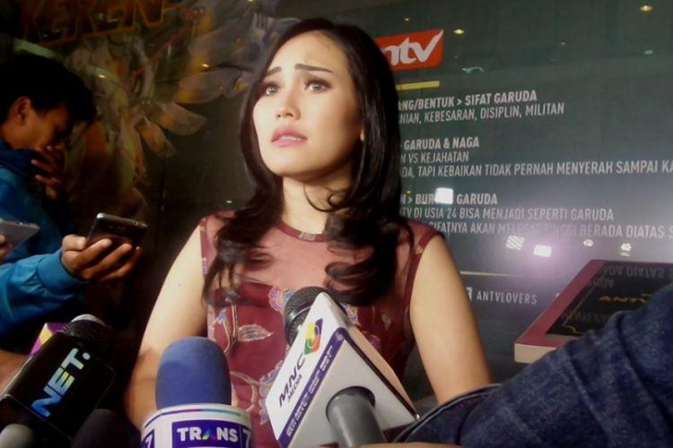 Ayu Ting Ting usai acara penggalangan dana Peduli Sahabat Jupe di studio ANTV Epicentrum, Jakarta Selatan, Minggu (16/4/2017) malam