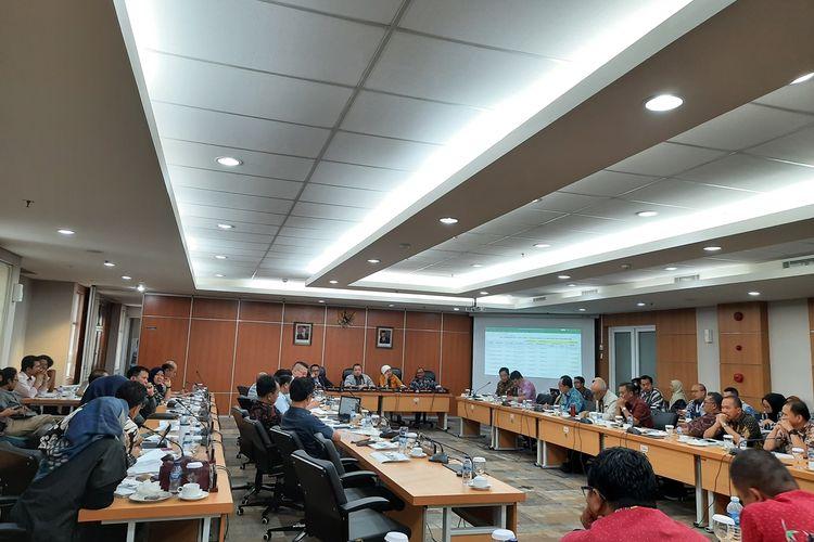 Rapat anggaran di Komisi D bersama Dinas Bina Marga, Gedung DPRD DKI Jakarta, Jalan Kebon Sirih, Kamis (5/12/2019)