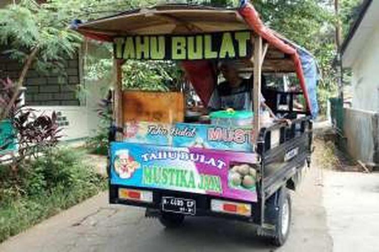 Kegiatan Usaha Tahu Bulat di Wilayah Pamulang Tangerang Selatan Banten