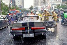 Mobil Ford Mustang 1966 Terbakar di Margaguna Raya, Pondok Indah