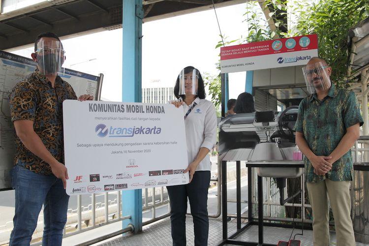 Komunitas Honda donasikan wastafel nirsentuh ke Halte Transjakarta