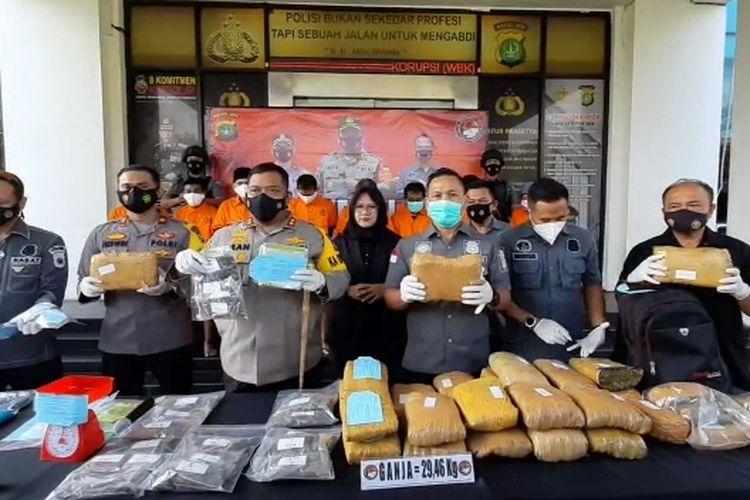 Konferensi pers penangkapan delapan pengedar narkoba lintas provinsi jaringan Aceh, Kamis (27/5/2021).