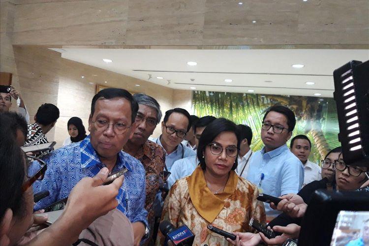 Direktur Jenderal Pajak Robert Pakpahan, Wakil Menteri Keuangan Mardiasmo dan Menteri Keuangan Sri Mulyani Indrawati (kiri ke kanan) saat memberi penjelasan kepada awak media di Jakarta, Rabu (12/6/2019).
