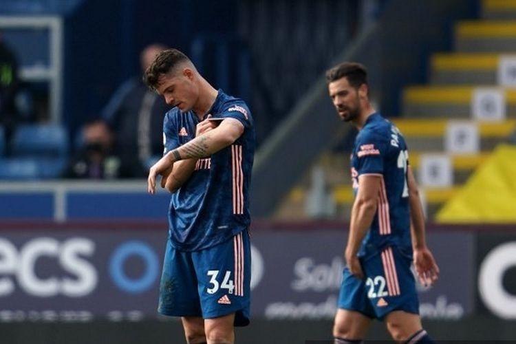 Ekspresi pemain Arsenal Granit Xhaka (kiri) usai melakukan blunder yang berujung gol Burnley pada laga pekan ke-27 Liga Inggris 2020-2021 di Stadion Turf Moor, Sabtu (6/3/2021).