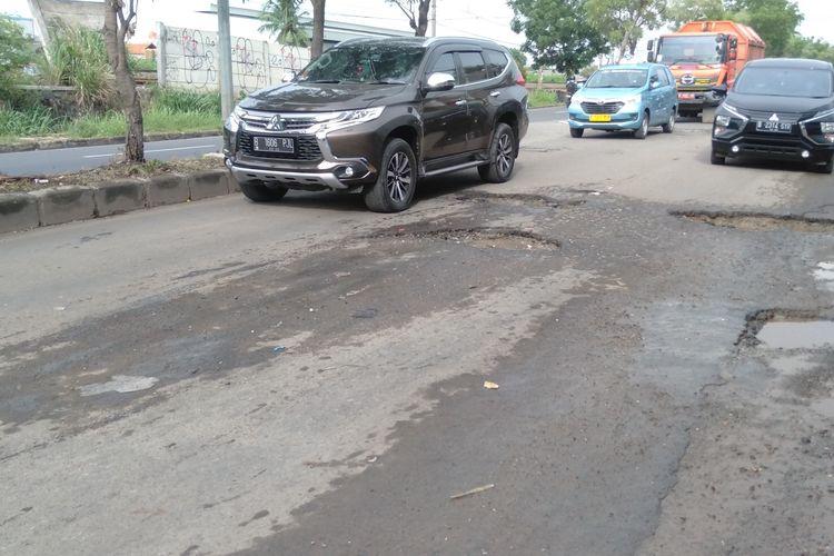 Kondisi Jalan I Gusti Ngurah Rai, Bekasi, Selasa (10/11/2020)