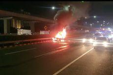 Mobil Terbakar di Tol Dalam Kota Dekat Patung Pancoran, Saksi: Terdengar 4 Kali Dentuman