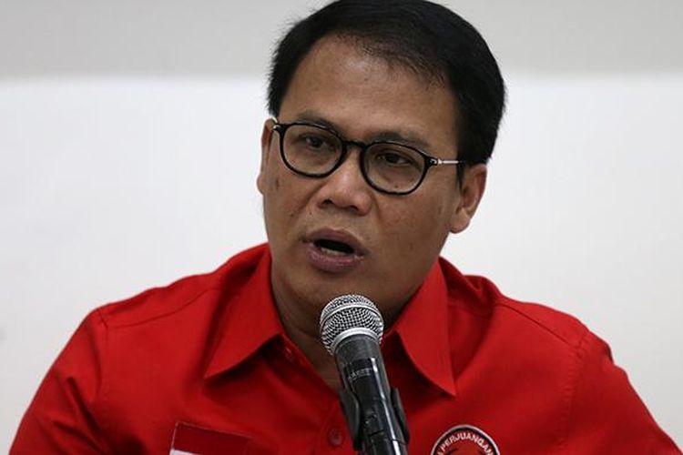Wakil Sekretaris Jenderal DPP PDI Perjuangan, Ahmad Basarah  memberikan keterangan pers seputar acara peringatan HUT ke-44 PDI Perjuangan di Kantor DPP PDI Perjuangan, Jakarta, Senin (9/1/2017). Peringatan HUT ke-44 PDI Perjuangan akan berlangsung Selasa (10/1/2017) di Jakarta Convention Center.
