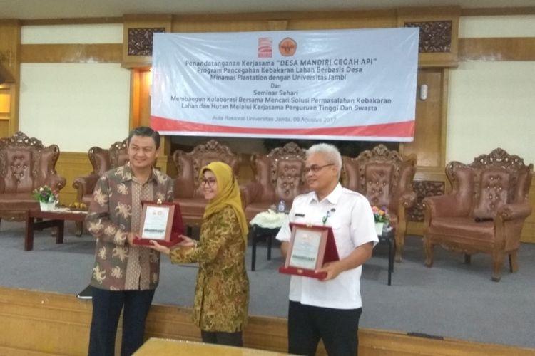 Head Plantation Operations Minamas Plantation Roslin Azmy Hassan usai penandatanganan kerja sama dengan Universitas Jambi, Rabu (9/8/2017).